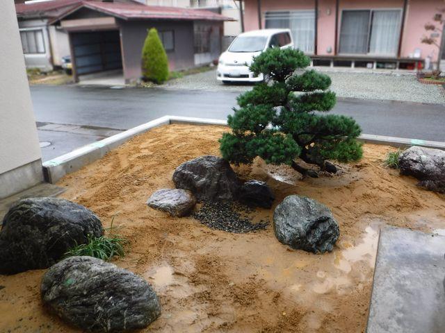 東根市I様邸の坪庭を作っています。