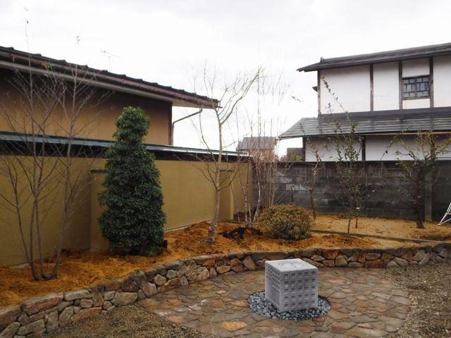 東根市T様邸の作庭工事の続き。