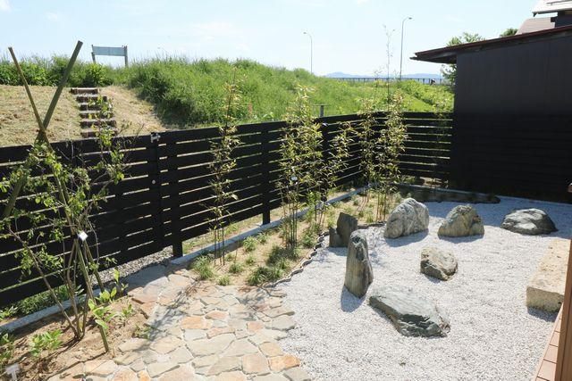 山形市T様邸の作庭工事、完成しました。