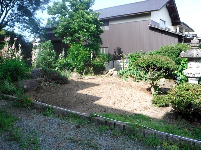 村山市のI様邸のアプローチを改修します。
