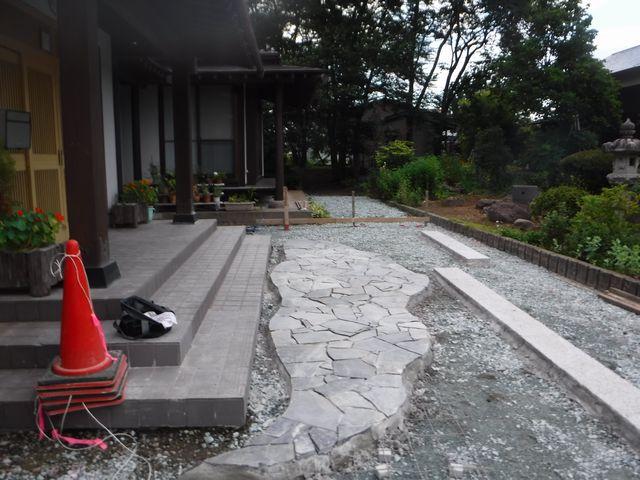 村山市I様邸のアプローチ改修工事の続き。