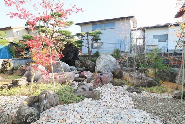 東根市A様邸の作庭工事、遂に完成致しました。