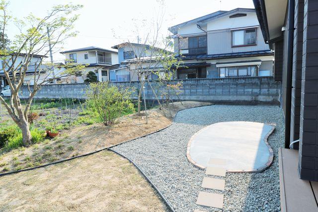 大江町M様邸のガーデニングが完成しました。