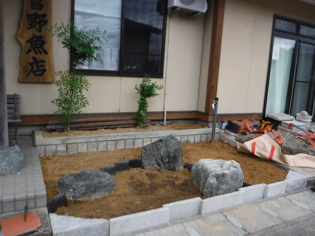 菅野魚店さんの作庭工事の続き