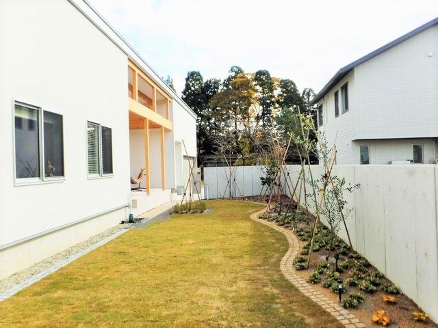 新庄市A様邸のガーデニングが完成しました。